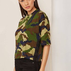 Kendall & Kylie Camo Crop lace up tee